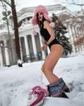 """В Саратове девушка в купальнике """"боролась"""" со снегом """"утюгом, телом и сердцем"""""""