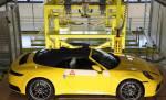 Porsche позволяет покупателям наблюдать за их строительством 911 или 718